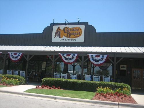 800px-Cracker_Barrel_in_San_Antonio,_TX_IMG_0498