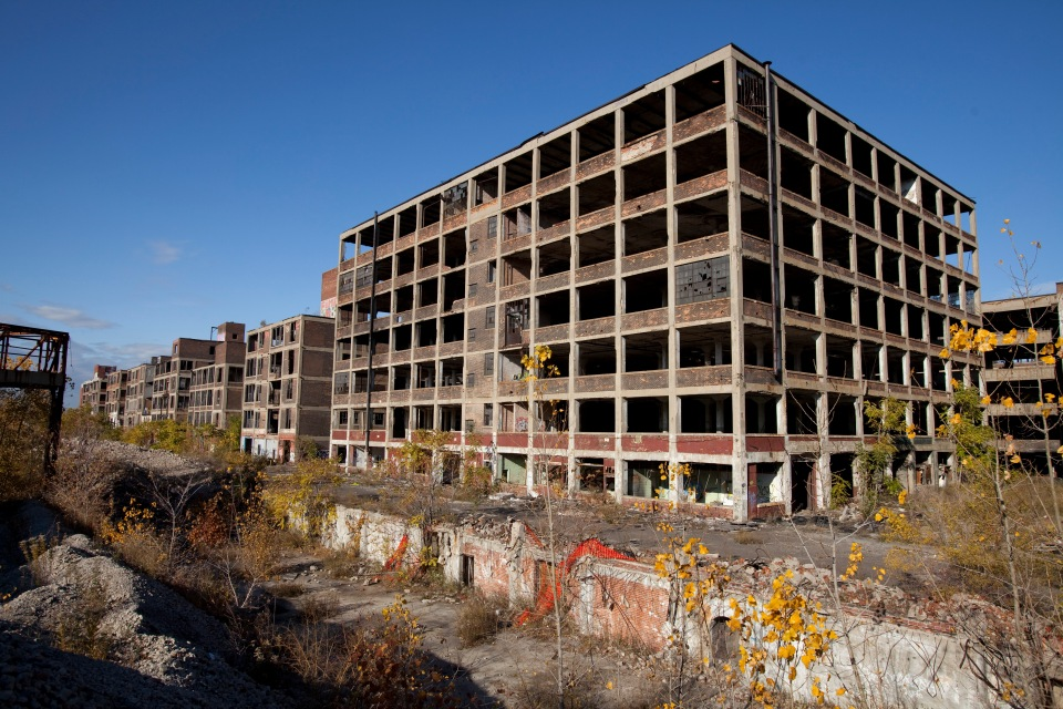 The US city of Detroit, once a symbol of US industrial power, filed for bankruptcy, with debts of $18.5 billion on July 18, 2013, which makes Detroit the largest city in US history to do so.